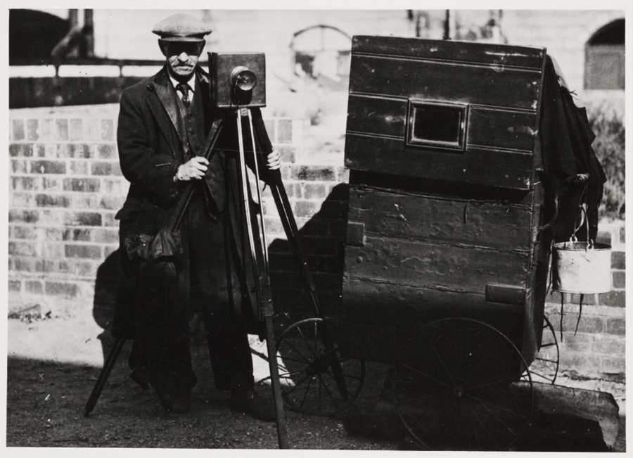 For many years, street photographers were a common sight. With their portable darkrooms they could produce cheap while-you-wait portraits in a few minutes. The popular name for such photographers was 'smudgers'.(1930)